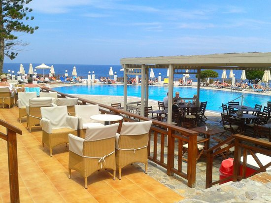 Maritimo Beach Hotel : what a hotel
