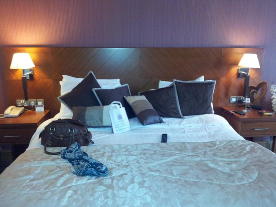 Great National Ballykisteen Golf Hotel: Bed