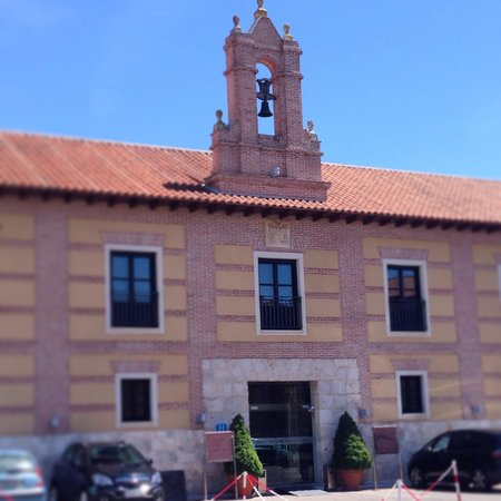 AC Hotel Palacio de Santa Ana: The front door to the former convent.