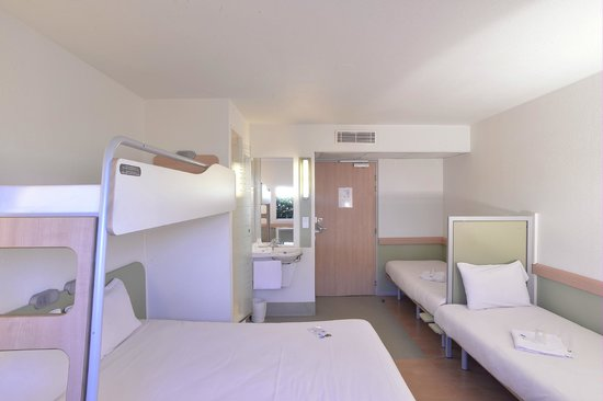 Ibis Budget Issoire : chambre famille