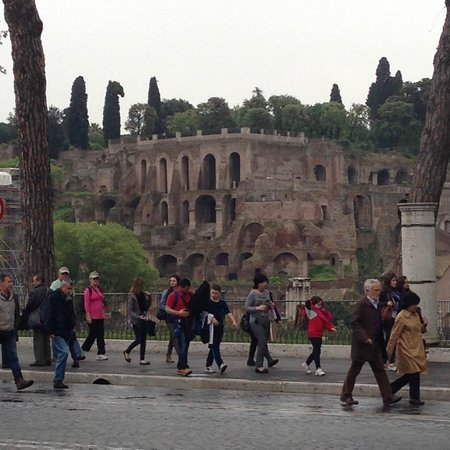 New Rome Free Tour : Part of the Forum