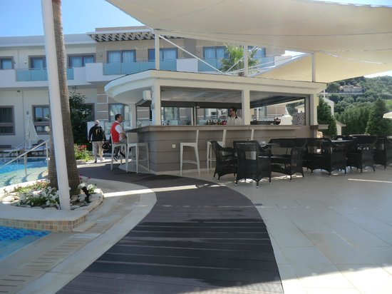 The Lesante Luxury Hotel & Spa: Pool Bar