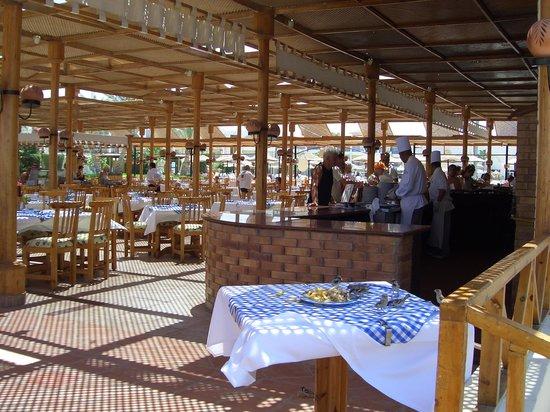 Labranda Club Makadi : открытый ресторан
