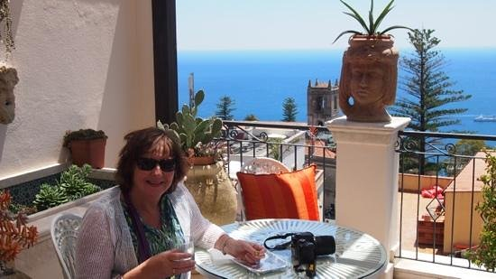 Hotel Taodomus: stunning views/terrace where great breakfast served