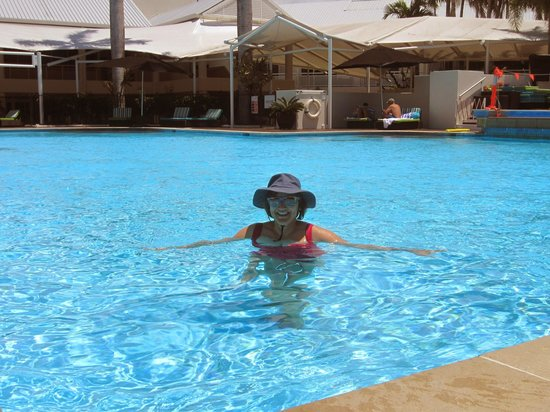 Shangri-La Hotel, The Marina, Cairns: the pool