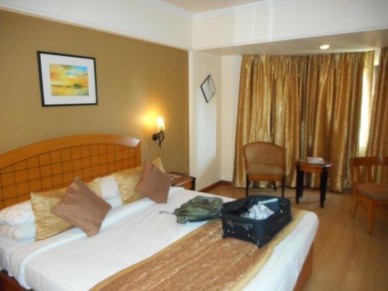 Ramee Guestline Hotel, Juhu : bed