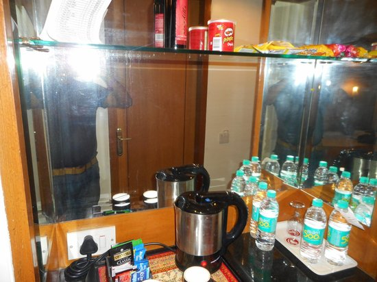Ramee Guestline Hotel, Juhu: coffee and water