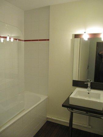 Résidence Duguesclin : salle de bains