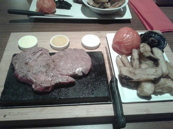 The Bridge Hotel: Ribeye steak on 400c stone