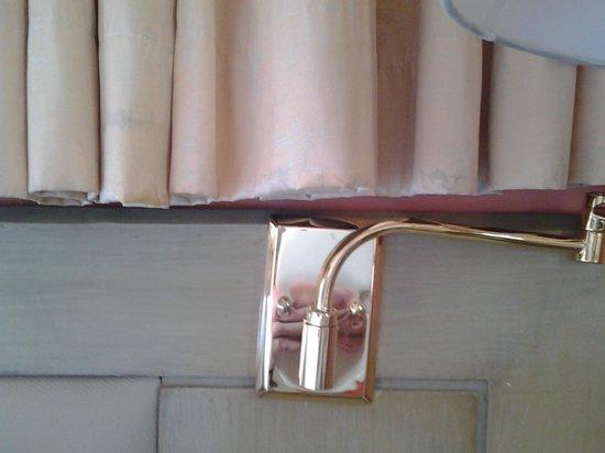 Pinnacle Lumpinee Park Hotel : занавески в номере