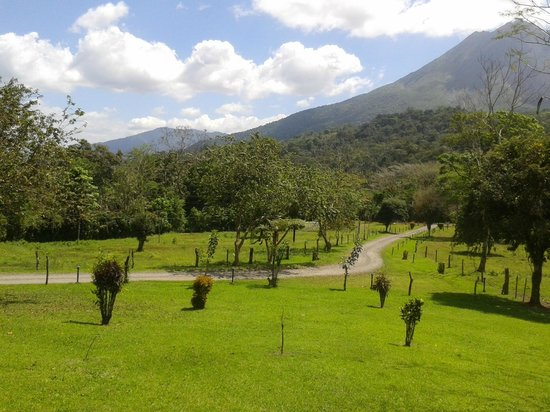 Hotel Miradas Arenal: Property Trails