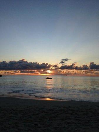 Anse Georgette: tramonto mozzafiato