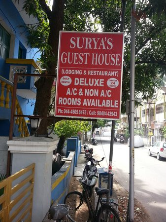 Surya's Guest House: Landmark board which cannot be missed