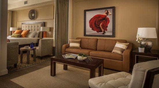 Kimpton Hotel Zamora : Jr. Suite Living Room