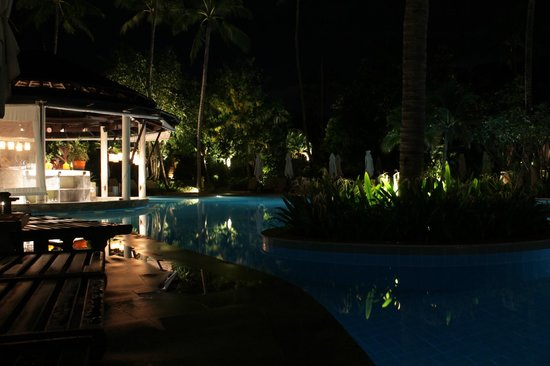 Melati Beach Resort & Spa : Bar piscina