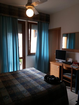 Albergo Rossella: stanza hotel Rossella