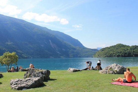 Lago di Molveno: Il lago in tutto il suo splendore