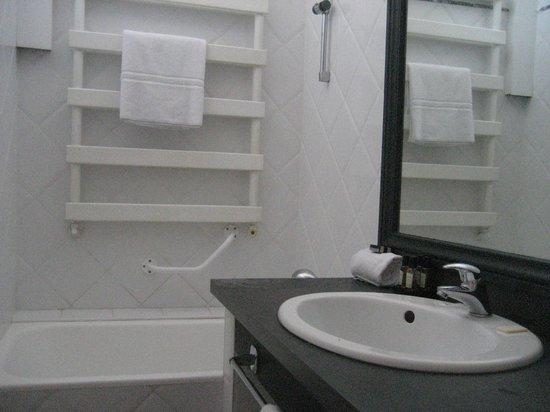 Hotel des Augustins: vasca e lavello