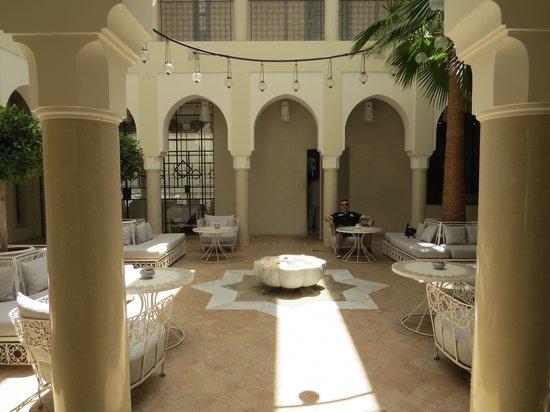 Riad Nashira & Spa: patio entrée