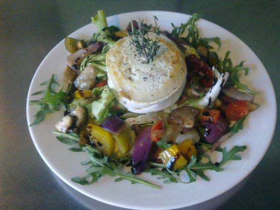 Cafe Bahia: Goats cheese salad