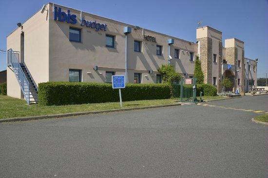 Ibis Budget Saint Etienne : entrée parking