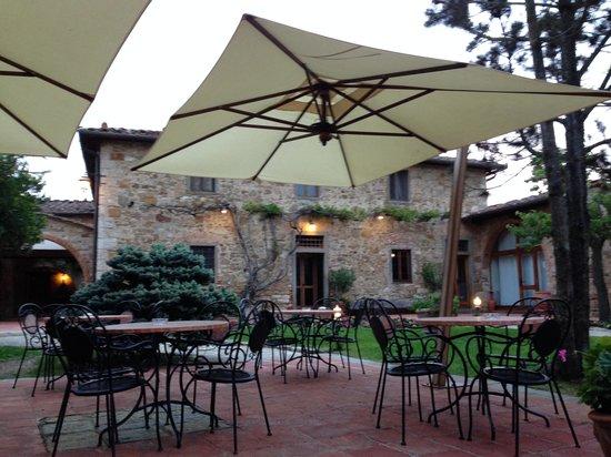 Hotel Belvedere Di San Leonino: Courtyard