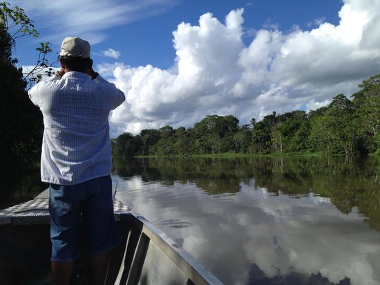 Muyuna Amazon Lodge: Por el rio