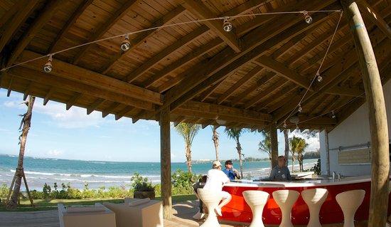 Plantation Resort Residences at Dorado Beach : Barlovento Bar, Grill & Watersports
