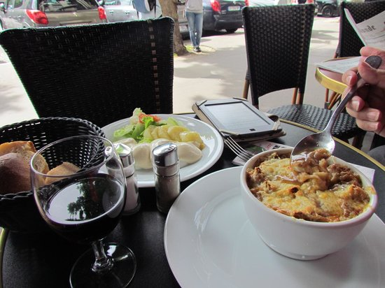 Brasserie Pepiniere : Onion soup