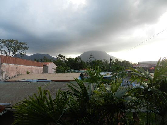 La Fortuna Suites : Another shot of the volcano from the deck
