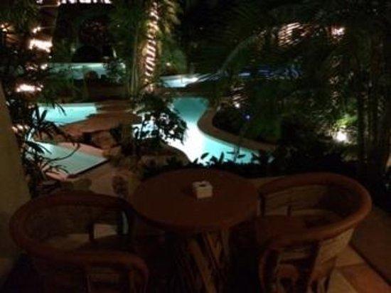 La Tortuga Hotel & Spa: Poolside