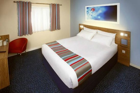 Travelodge Woking Central: Double bedroom
