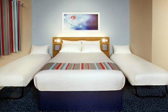 Travelodge Woking Central: Family bedroom