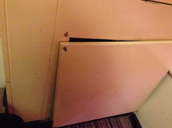 Butlins Minehead : A cupboard my 4 year old found, loose and dangerous what's inside...?!