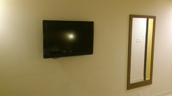 Citymax Hotels Bur Dubai: Номер. Телевизор.