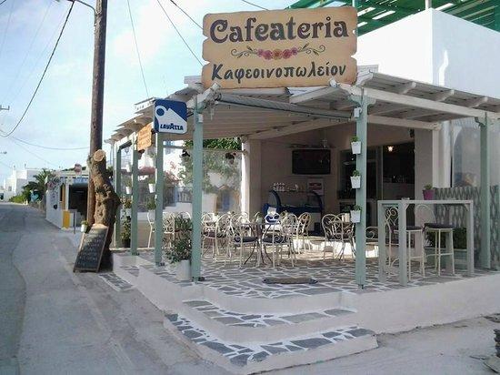 Cafeateria: entrance