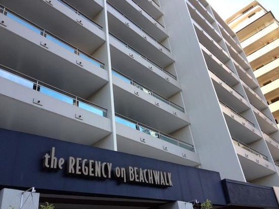 Regency on Beachwalk Waikiki by Outrigger: マンションのような建物