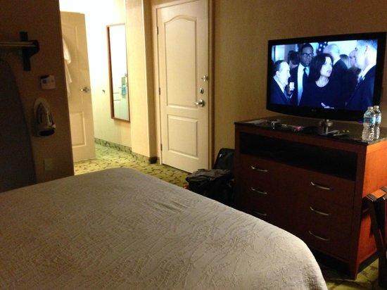 Hilton Garden Inn San Francisco/Oakland Bay Bridge: Bed and TV
