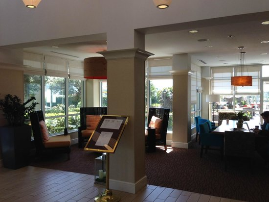 Hilton Garden Inn San Francisco/Oakland Bay Bridge: Newly renovated lobby