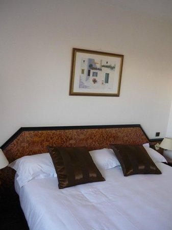 BEST WESTERN Hotel le Galice: Просторный номер с широчайшей кроватью