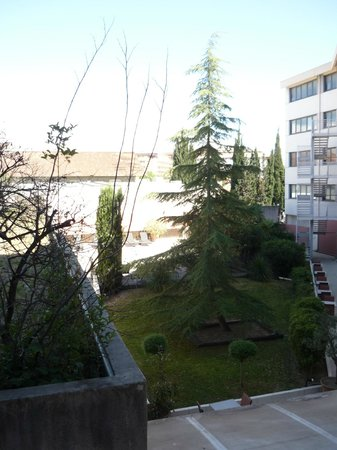Best Western Hôtel le Galice : Вид из окна на бассейн