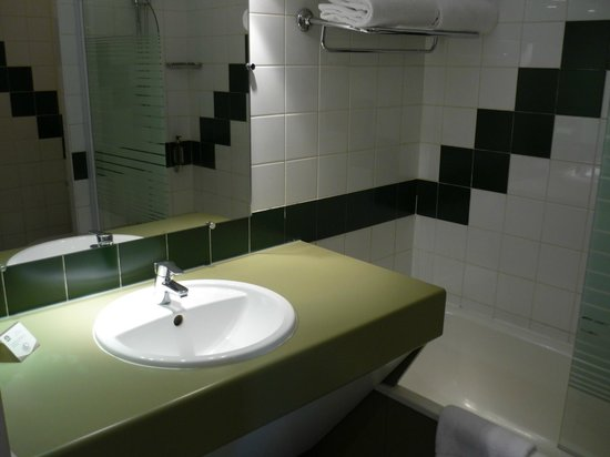 Best Western Hôtel le Galice : Ванная комната отличного качества