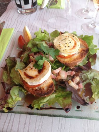 Les voyageurs : Goat's cheese and honey salad