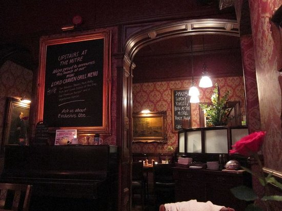 The Mitre in Lancaster Gate: 店内