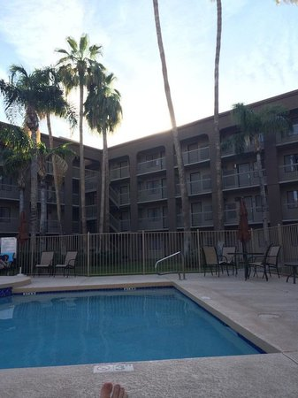 BEST WESTERN PLUS Scottsdale Thunderbird Suites: Pool area courtyard