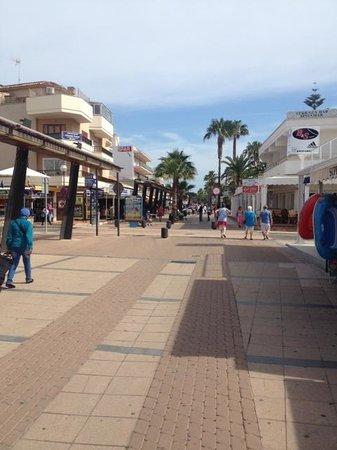 Hipotels Aparthotel Cala Millor Park: Shopping Area