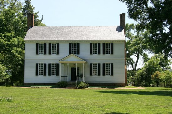 Tuckahoe Plantation: Front view of Tuckahoe house