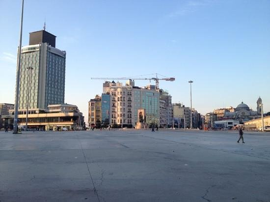 The Marmara Taksim: Taksim area very early in the morning