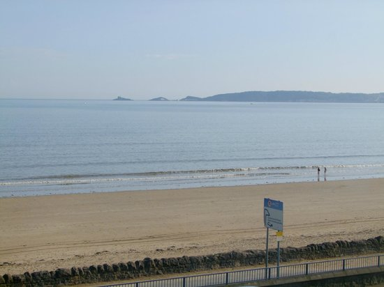 Devon View Guest House: View of Swansea Bay from my room on the 2nd floor