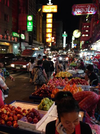 Bangkok Food Tours: Bangkok nightly food market